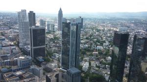 מבט על העיר פרנקפורט ממגדל המבקרים