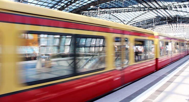 הנה באה הרכבת